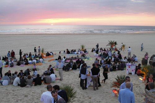 La plage de Moliets comme terrain de jeu pour vos activités sportives et ludiques ou pour un apéritif les pieds dans le sable pour votre séminaire dans le sud des landes