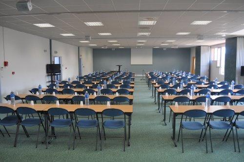 Le centre de séminaires de Moliets et Maa situé dans le sud des Landes à 100m de la plage dispose de salles de réunions modulables et d'un auditorium de 300 places