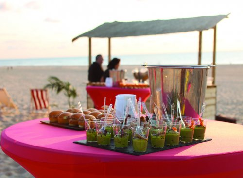 Pour votre séminaire dans les Landes, venez prendre votre apéritif les pieds dans le sable en admirant le coucher de soleil à Moliets