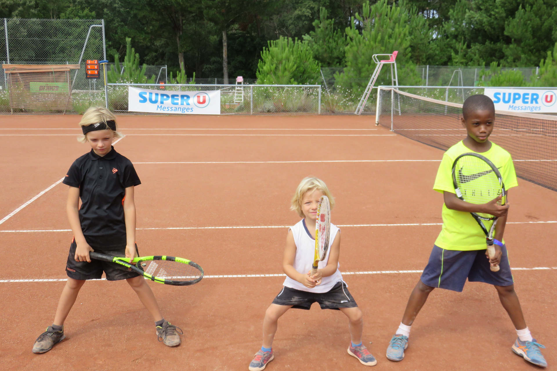 Inscrivez votre enfant à l'académie de tennis de moliets Du tennis de Moliets qui propose la location de courts à l'heure en dur, green-set, terre-battue, gazon couverts ou extérieurs. Des stages tennis pour tout public de Académie et Tennis Club de