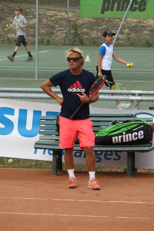 Rencontrez notre professeur de tennis Frédéric Casennave Du tennis de Moliets qui propose la location de courts à l'heure en dur, green-set, terre-battue, gazon couverts ou extérieurs. Des stages tennis pour tout public de Académie et Tennis Club de