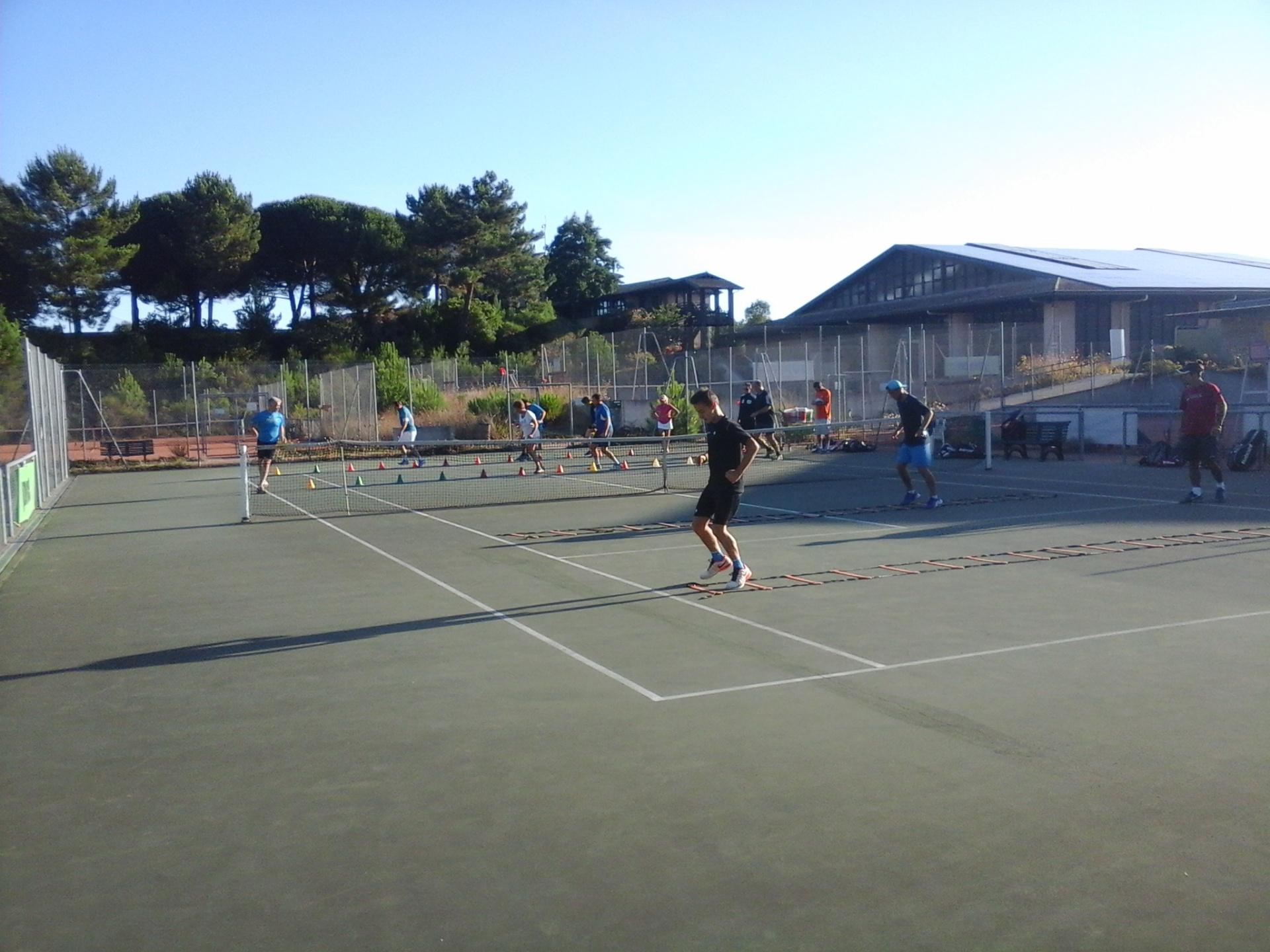 Profitez de vos vacances pour vous remettre en forme et participer au stage adulte du tennis de moliets    Du tennis de Moliets qui propose la location de courts à l'heure en dur, green-set, terre-battue, gazon couverts ou extérieurs. Des stages tennis
